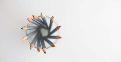 kaboompics-com_top-view-of-colored-pencils