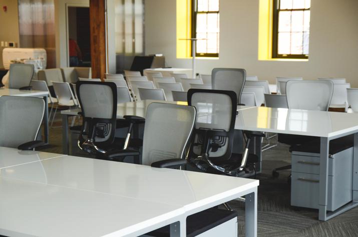 Praca biurowa na siedząco czy stojąco?