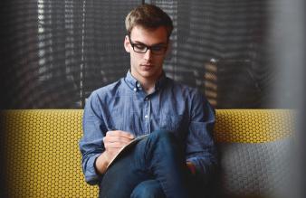 5 rad, jak napisać profesjonalne CV, na które zwrócą uwagę rekruterzy